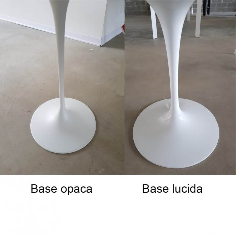 Oval Tulip table for outdoor use in