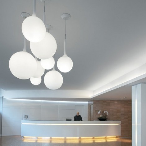 Reproduction of the Castore suspension by Artemide in white glass available in various sizes and diameters