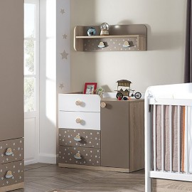 Cute shelf for boys and girls bedrooms