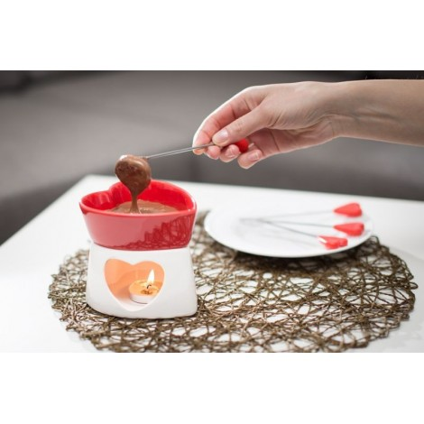 Porcelain containers in the shape of a heart for the preparation of dark chocolate. Equipped with sticks for tasting.