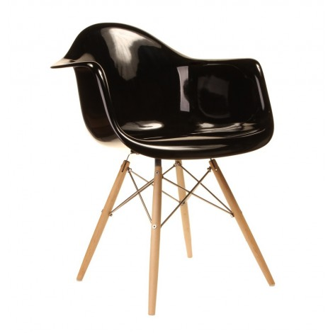 Re-edition of the Eames armchair available in several colors and models suitable for restaurants and hotels