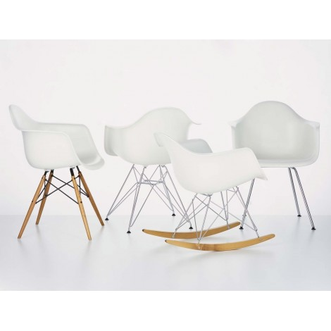 Re-edition of the Eames armchair available in multiple colors and models suitable for restaurants and hotels