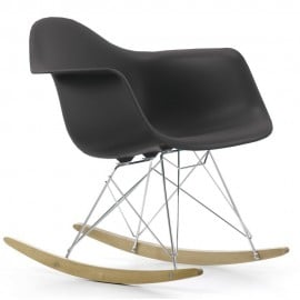 Re-edition of the Eames rocking chair with metal structure and polypropylene seat