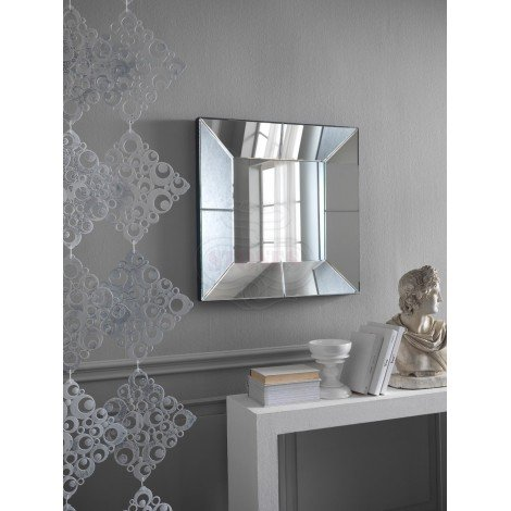 17 Stones mirror suitable for bathrooms and entrances. Shaped and mirrored frame. Dimensions in cm: 81 X 81 H. 7