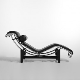 Re-edition and reproduction of Le Corbusier chaise lounge in steel and leather