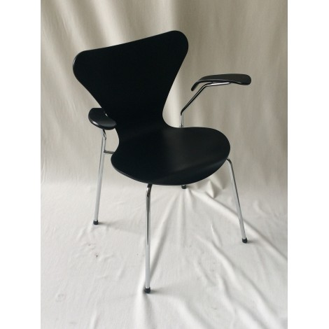 Reproduction of Seven chair by Jacobsen with chromed metal tube structure and wooden shell