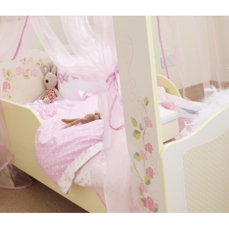 Wooden canopy bed for girls of excellent features and resistance