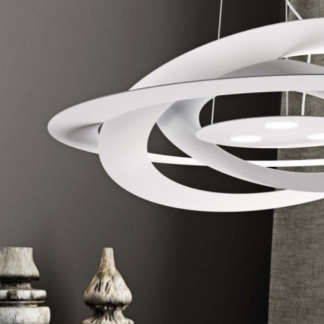 Afelio pendant lamp in metal with LED lighting. Available in white or gold leaf