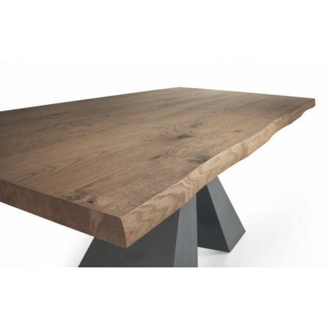 Dakota fixed or extendable table with central leg in black steel and top in veneered veneered oak