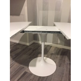Re-edition Tulip table extendable up to 150 or 170 cm with aluminum base and top in black or white laminate
