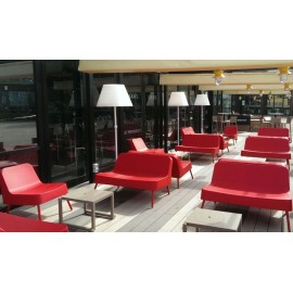 Bob outdoor sofa with tubular aluminum structure and polypropylene shell in three different finishes