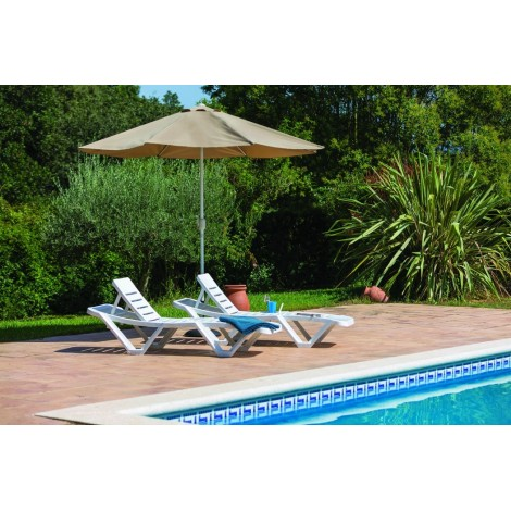 Master stackable deckchair with 5 position reclining backrest available in 3 colors