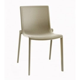 Beekat outdoor chair in polypropylene. Stackable structure and available in multiple colors