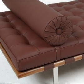 Re-edition of the Barcelona living room bed by Ludwig Mies van der Rohe in genuine Italian leather