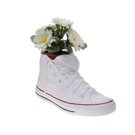 Converse storage vase in resin measures cm H 25 x L 14 x P 11. Decorated by hand.