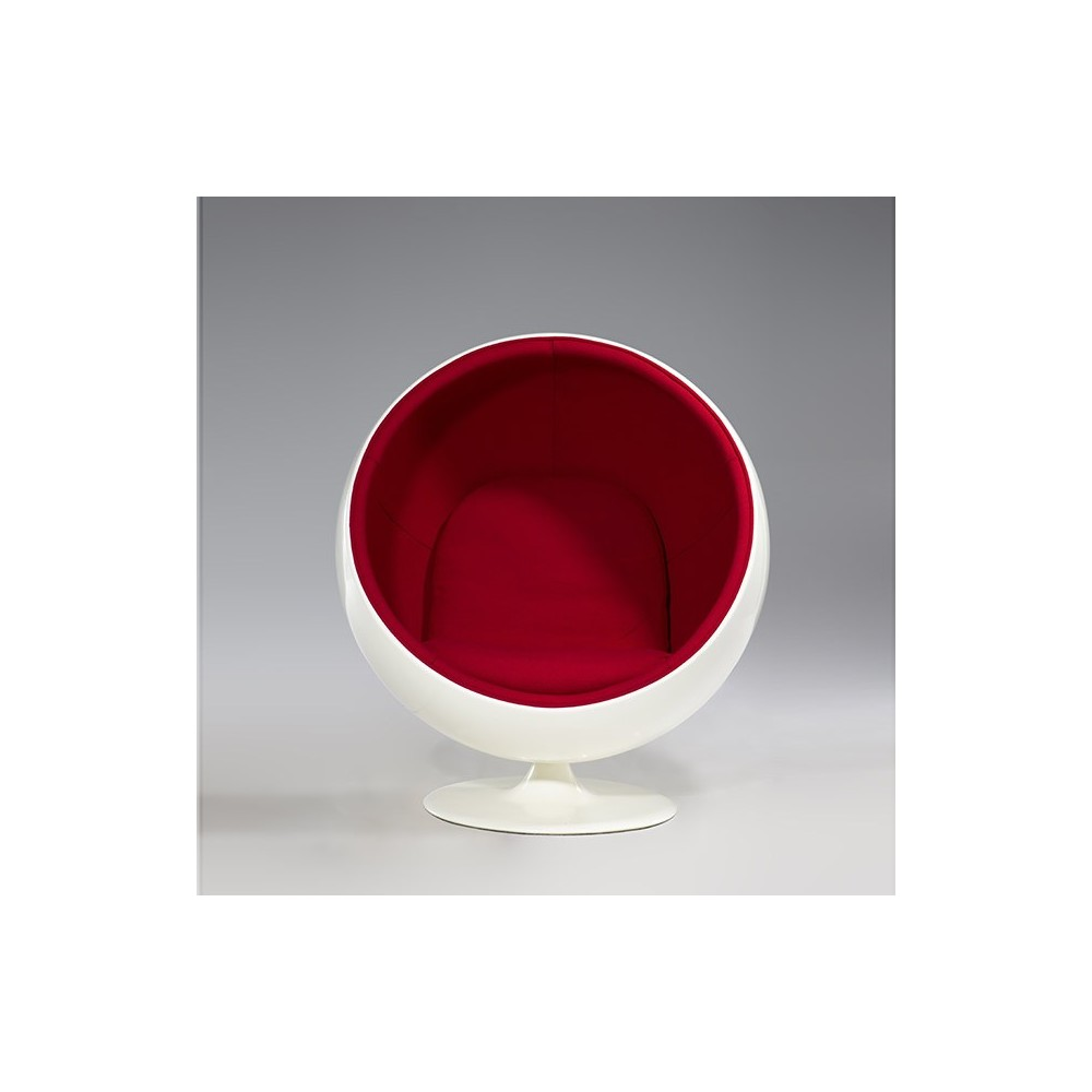 Re-edition of the Ball chair by Eerio Aarnio in fiberglass and wool interior