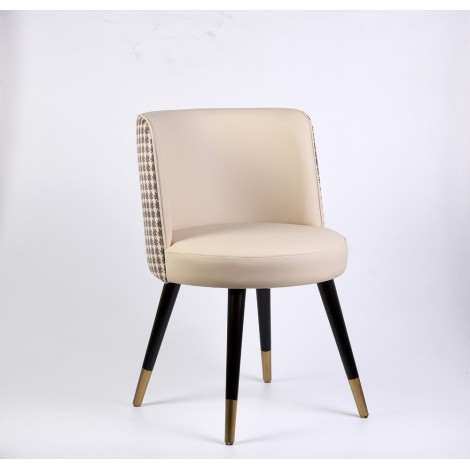 Chic armchair in solid wood...